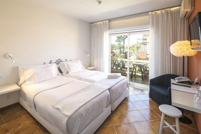 Twin en-suite room in hen friendly hotel in Lagos, Algarve