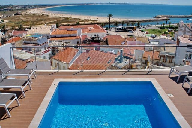 Rooftop with swimming pool overlooking Lagos in hostel Algarve
