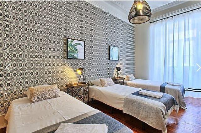 Triple room in hen friendly apartment Lisbon