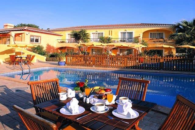 Hen-friendly hotel accommodation in Lagos, Algarve